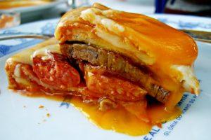 Francesinha plato típico Portugal